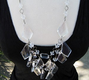 Unique-mother_s-day-gifts-Chandelier-mom-necklaces6MAIN1