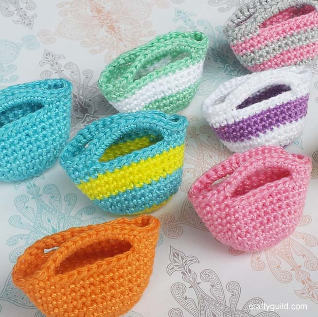 Crochet Patterns How To : how to crochet a mini tote bag