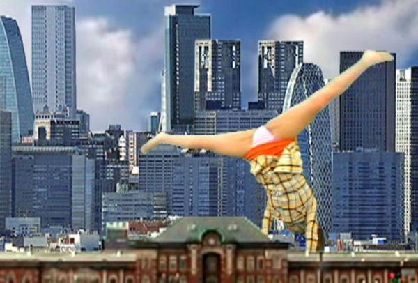 「ていや!」白パン全開で側転をしながら、手で街を破壊するGiantess!