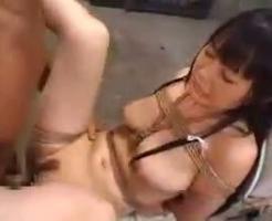 【性奴隷】女を便器に縛りつけ性処理専用の肉便器にして子宮を精液タンクにする