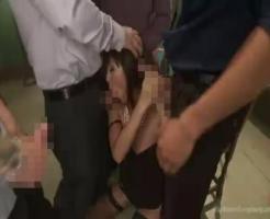 【集団レイプ動画】地下賭博で負けた女の末路!博打で負けた美女が2穴同時レイプされる残虐な映像・・・