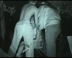 【ガチレイプ動画】ガチ注意!泥酔して公園のベンチで寝てるギャルを2人のDQNが連続中出し姦・・・