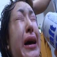 【本物レイプ】アカンやろこれ・・・。泣き叫ぶ女の子に無理やり酒飲ませて暴行しながらレイプ