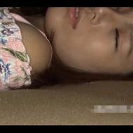 【本物レ●プ動画】ガチ閲覧注意!女子大生にクロロホルムを嗅がせて失神させて好き放題レ●プする鬼畜男の犯行・・・
