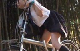 【ロリレイプ動画】自転車に媚薬塗られ痙攣しながら感じまくる中●生を強姦