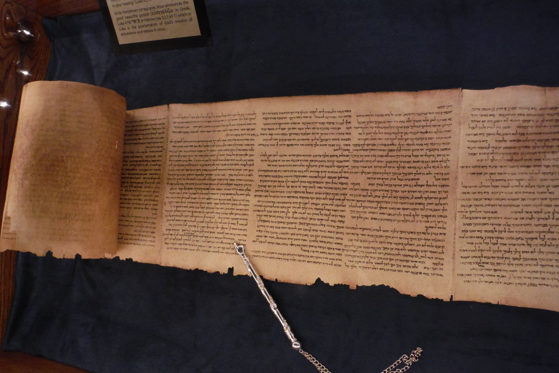 the great isaiah scroll Translation: professor peter flint (western trinity university, canada) and professor eugene ulrich (university of notre dame) the isaiah scroll.