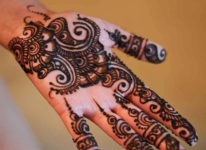 ... Henna design is perfect for those who love traditional Henna designs