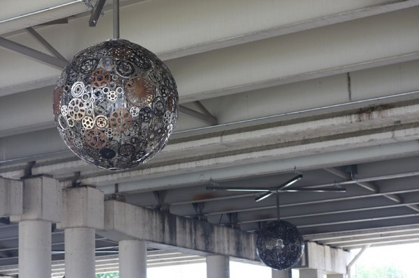 recycled-bike-part-chandeliers-5