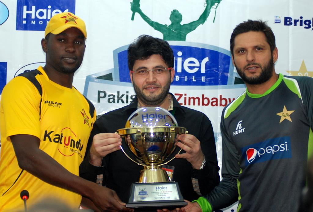 Trophy for Pakistan-Zimbabwe series