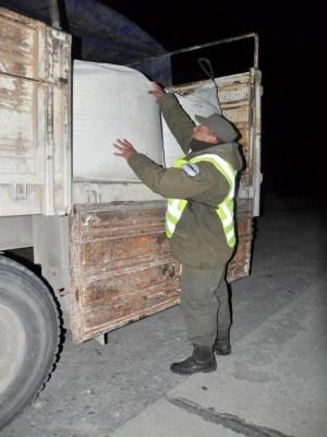 El camión que llevaba la carga para producir cocaína.