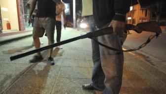 Los comerciantes salieron armados a defender sus locales.