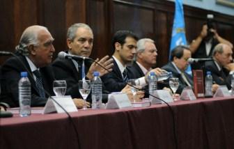 Los integrantes de la Comisión en la Facultad de Derecho.