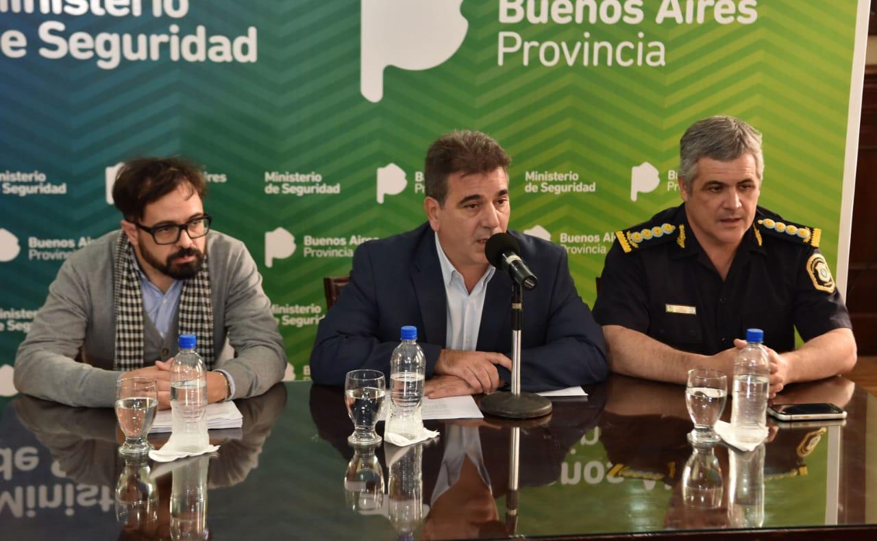 Scalera, Ritondo y Perroni durante la conferencia de prensa.
