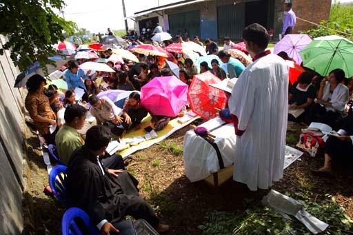 Musulmanes interrumpen culto cristiano
