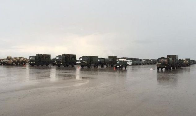 Contingente-vehiculos-militares-esperando-Zaragoza