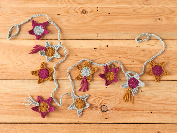 Crochet-star-garland-Crochet-Patterns-final1-Mollie-Makes
