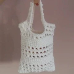 Crochet Bag Pattern For Beginners : Small Beginner Crochet Bag ~ FREE Crochet Pattern