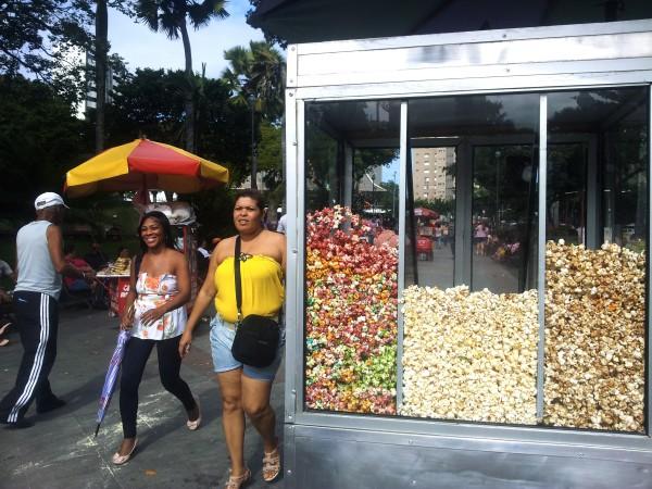 Popcorn-Party statt Protest. Die meisten Leute in Salvador haben gefeiert und nicht demonstriert.