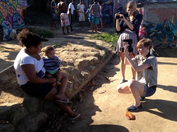 Maria, die in einer Favela in Rio wohnt, lernt ihr bald in unserem Film kennen.