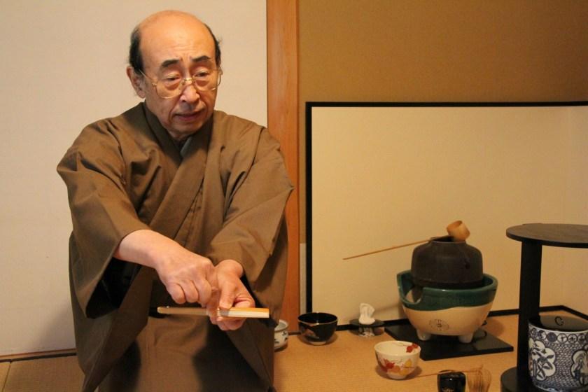 In Sendai wohnten wir bei einem Teezeremonienmeister und konnten so kurz vor Fukushima den Auftrag der alten Dame noch erfüllen.