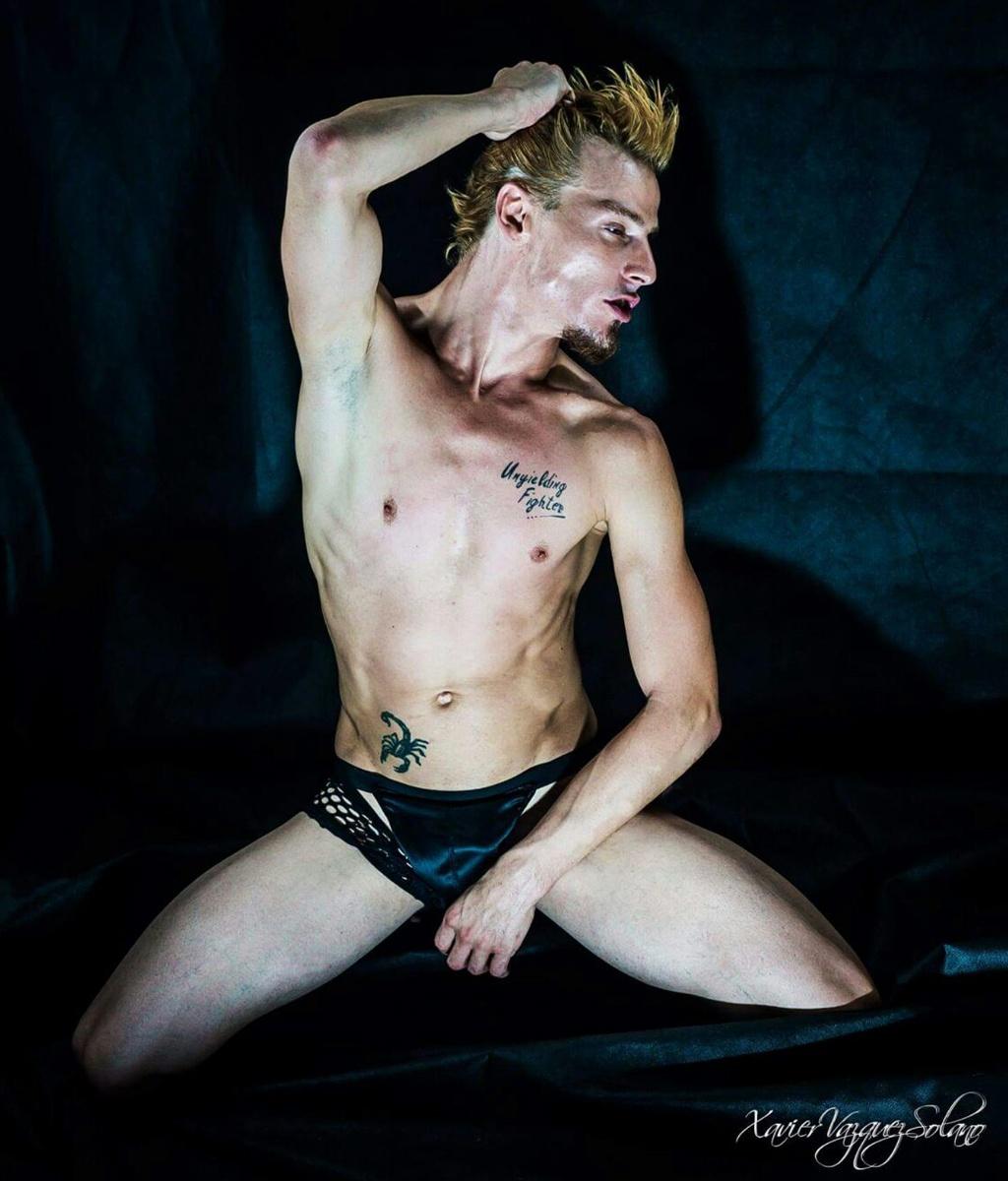 Zeus Gay 64
