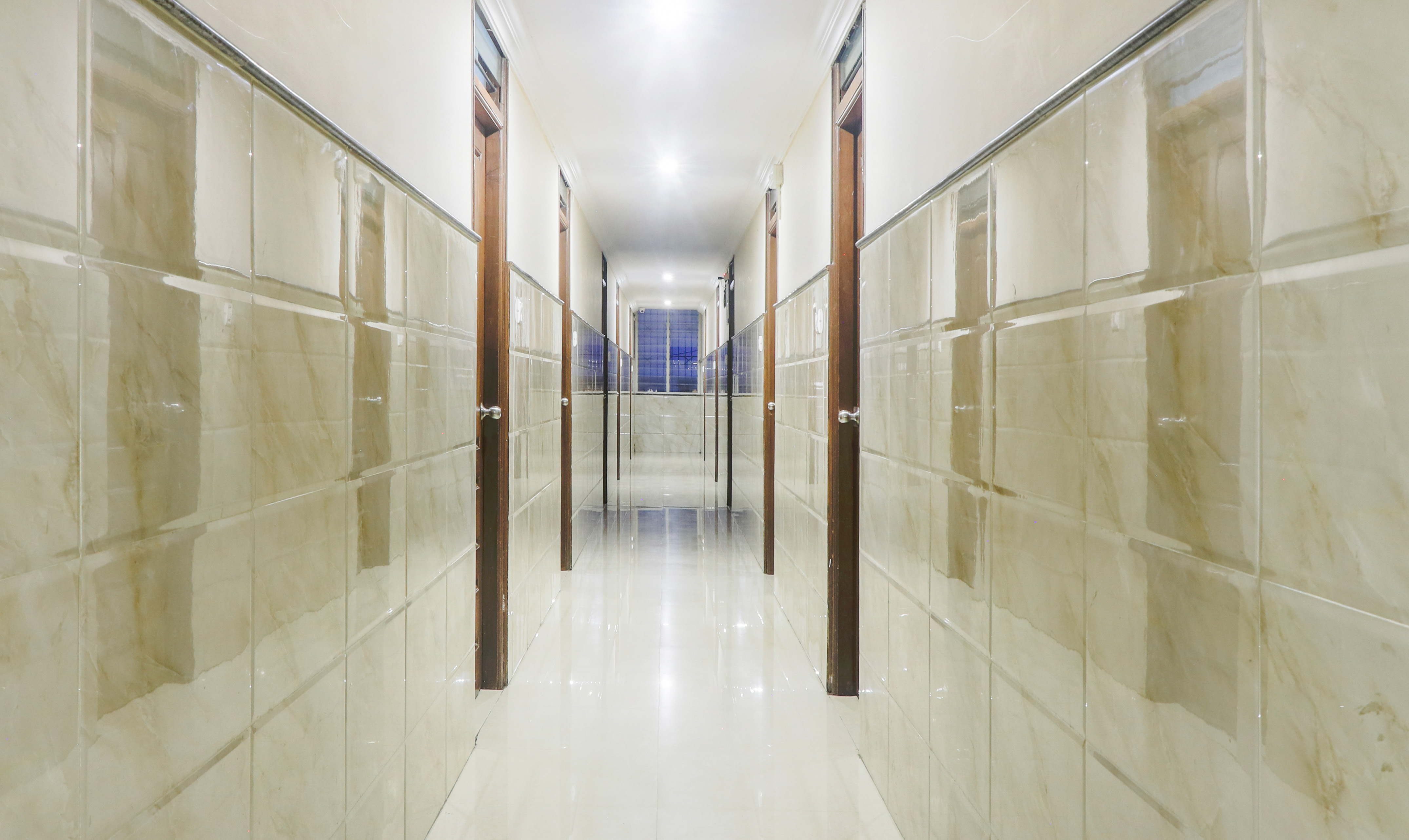 Travel Air Jc Road Bangalore Hotels Near Jc Road Bangalore Tariff 700 Lowest Price