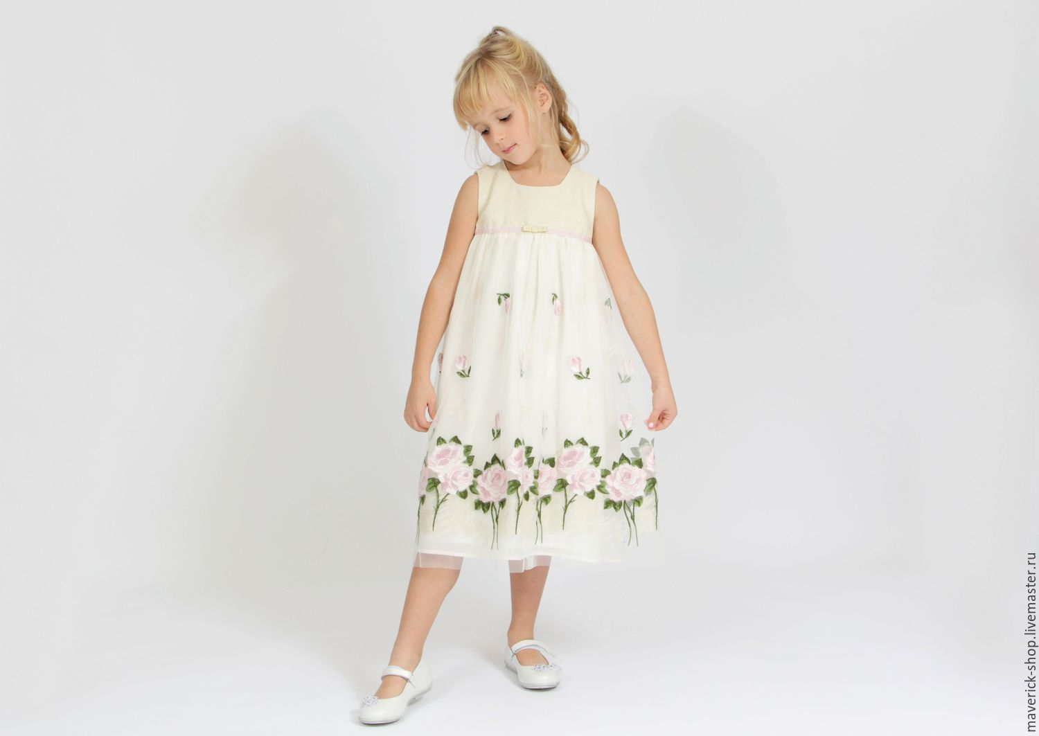 Möbel Im Shabby Look White Dressy Girl S Dress With Embroidered Roses In Shabby Chic Style Shop Online On Livemaster With Shipping
