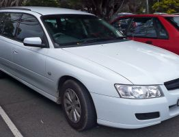 1280px-2004-2007_Holden_VZ_Commodore_Acclaim_station_wagon_01