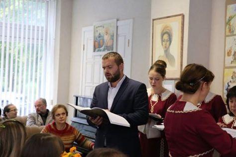 Выступает клиросный хор храма святой праведной Софии Слуцкой п/у регента Натальи Вальковой