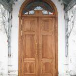 Двери в храм, дуб