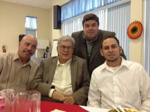 Junto a uno de los jubilados no retirados: el Dr. Marcos antonio Ramos; y los líderes Pablo Miret y Luis Estevez
