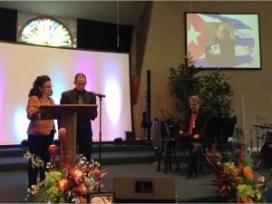 En iglesia bautista ¨Estrella de Belén¨ en homenaje a Eva Barbas, madre de Pablo Morales. Junto a mí Nancy Morales. Cerca de nosotros el pastor de la iglesia Javier Sotolongo