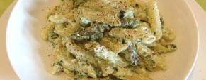 Pasta con pesto di mandorle e ricotta e asparagi senza pomodorini