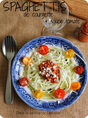 Vegan raw recipe : zucchini noodles with tomate sauce - raw food
