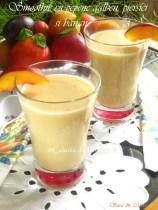 Smoothie-cu-pepene-galben-piersici-si-banane-2
