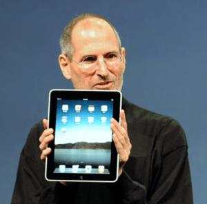 Steve Jobs with the Apple iPad no logo - Steve Jobs - Wikimedia Commons