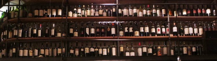 Cava Jufré, Buenos Aires: Bottles from floor to ceiling
