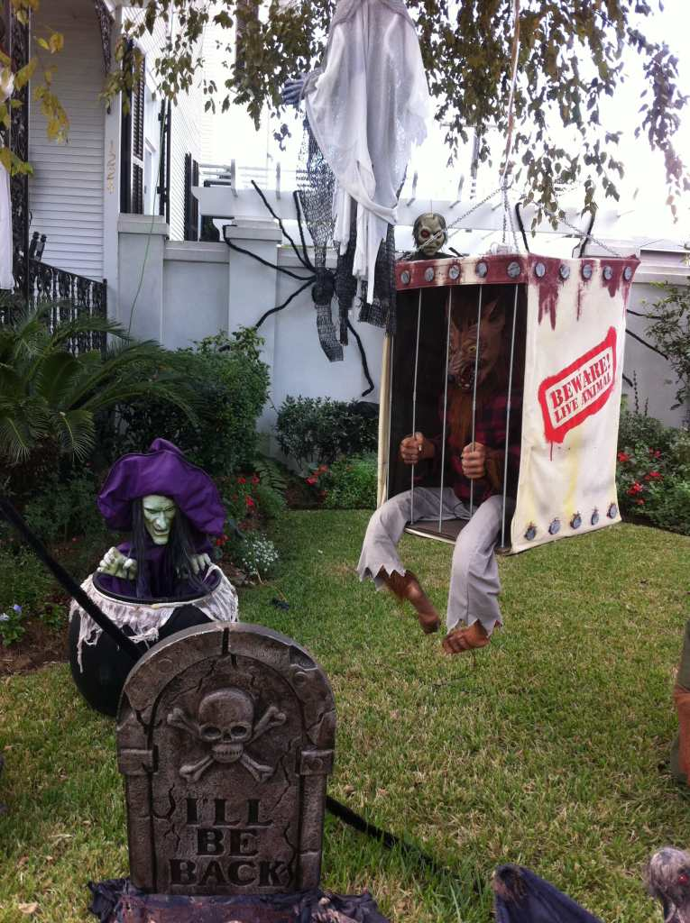 Impressive Halloween garden decorations
