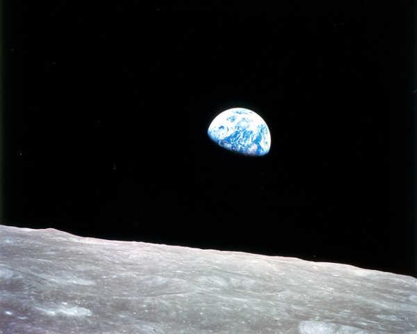 terra vista da lua em imagem de 1968 durante missão apolo 8