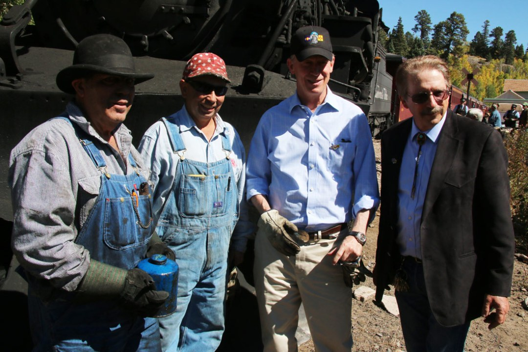 Gov. Hickenlooper, CEO Along with Engineers