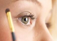 二重瞼用のりでかぶれてしまう人必見!身近な道具を使った自然な作り方