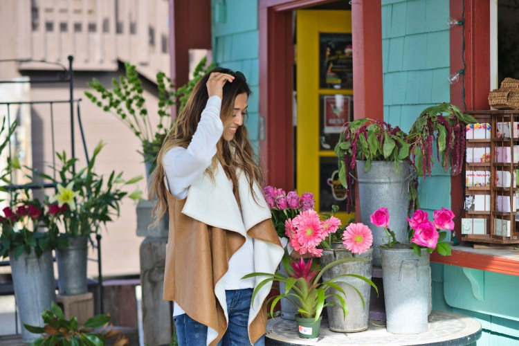 cuppajyo-sanfrancisco-fashion-lifestyle-blogger-flowers-brunch-santacruz-shearling-vest-feelthepiece-sweater-2