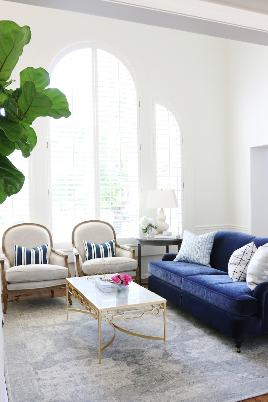Grey Sofa Bed Couch 25 Stunning Living Rooms With Blue Velvet Sofas