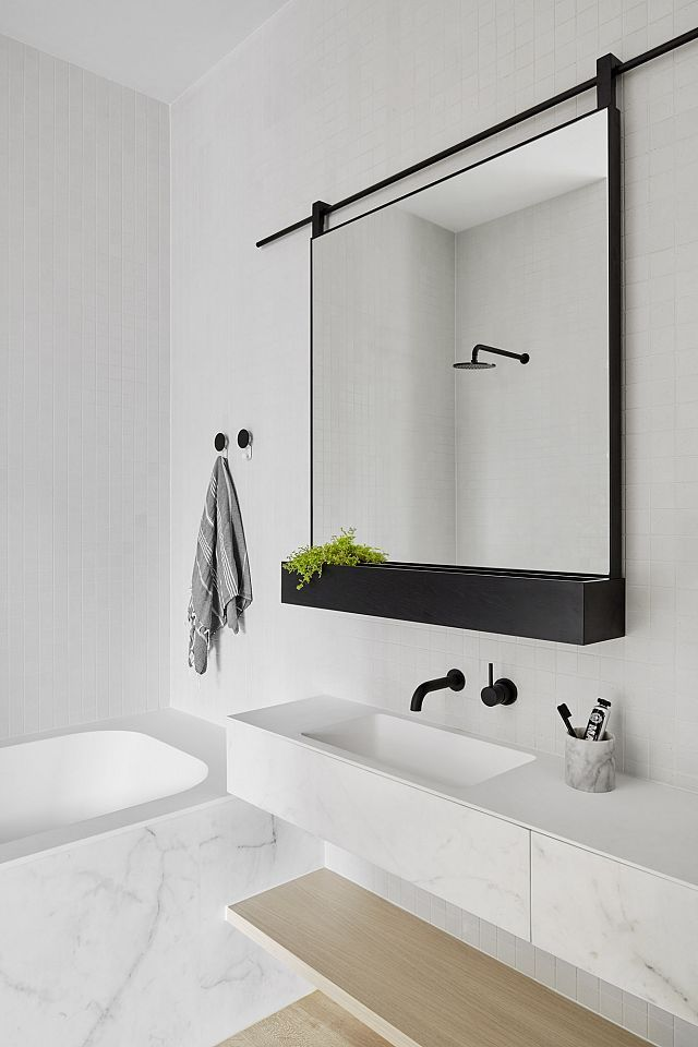 M Spiegel 16 Perfect Marble Bathrooms With Black Fixtures