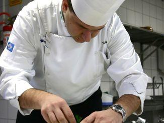 cocinero con uniforme
