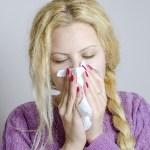 鼻水がさらさらして止まらない!無色透明な原因も気になる!