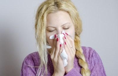 くしゃみの原因と対処法