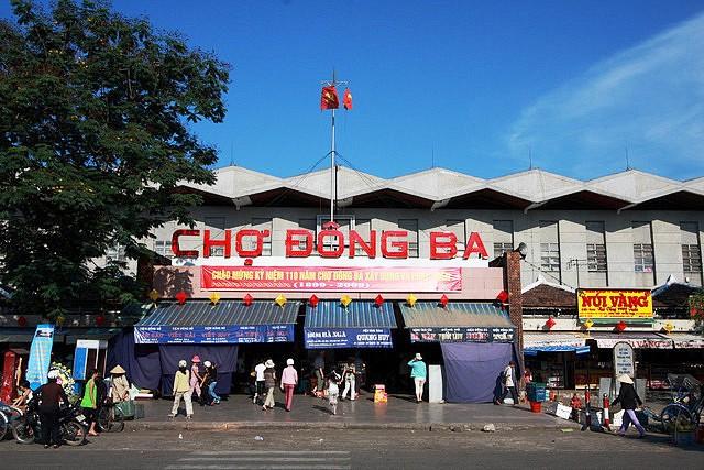 Shopping in Hue
