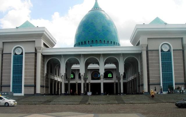 Masjid Al Akbar Surabaya in Surabaya