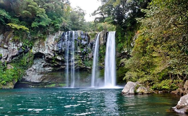 نتيجة بحث الصور عن cheonjiyeon waterfall in jeju